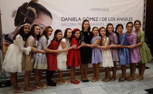 Fiesta de despedida de Daniela con pulseras de colores al ritmo de la música