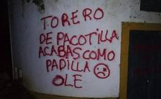 Pintadas amenazantes en la finca de Morante de la Puebla por su apoyo a Vox: «Acabarás como Padilla»