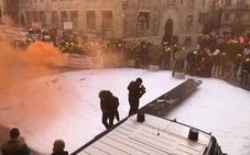 Bomberos queman un muñeco con la cara de un directivo del Consorcio de Valencia