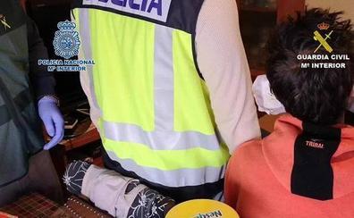 Atrapados dos ladrones que atracaron seis negocios valencianos con gran violencia