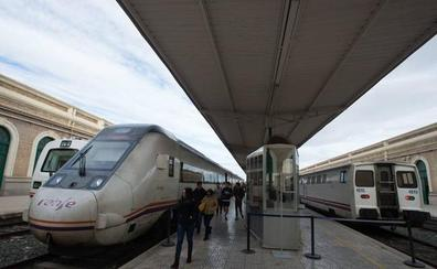 Fomento desinfla la huelga en el tren de este viernes, que solo será secundada por CGT