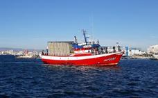 Santa Pola recibe como héroes a los pescadores del 'Loreto'