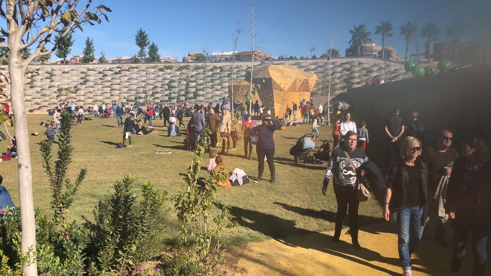 Los valencianos estrenan el parque Central