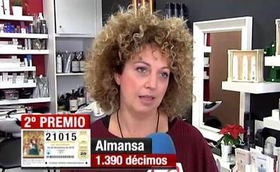 VÍDEO | Las peluqueras de Almansa siguen trabajando