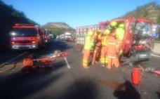 Una persona atrapada en un accidente entre un camión y una furgoneta en la A-7 en Xátiva