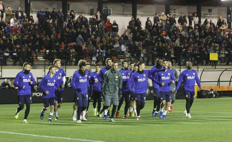 El Puchades se queda pequeño en el entrenamiento del Valencia CF