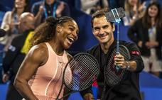 Roger Federer gana a Serena Williams en el duelo entre los más laureados