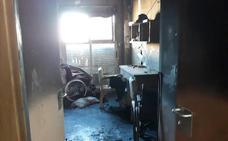 Una mujer quemada y 21 intoxicados en el incendio de un geriátrico en Alzira