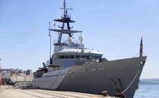 La Armada británica envía un buque al canal de la Mancha para frenar la inmigración