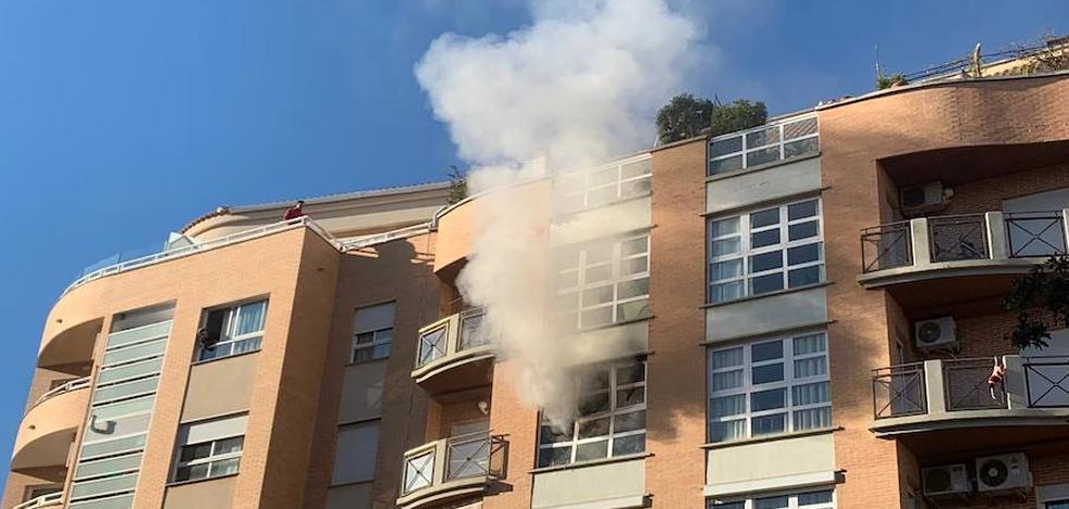 La Policía desaloja a los vecinos de un edificio en Dénia al arder una vivienda