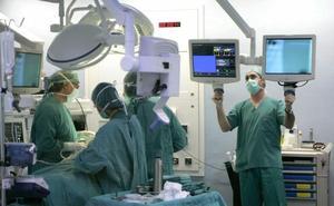Los médicos esperan hacer un millar de operaciones más al mes con el nuevo plan