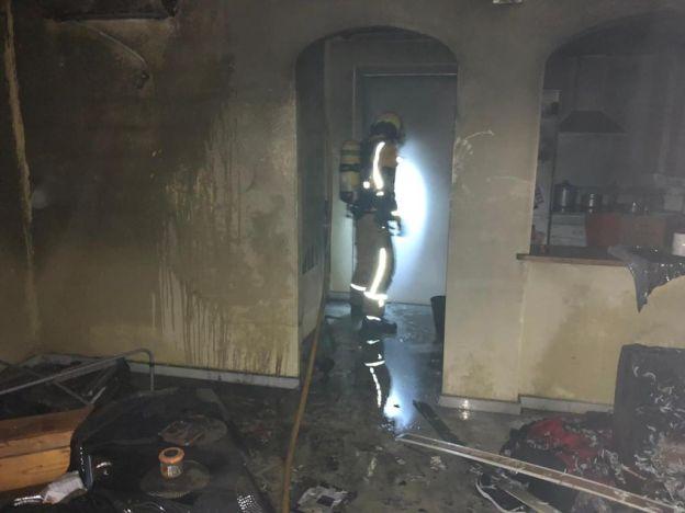 Un incendio calcina una vivienda en una urbanización de la calle Ares de Dénia