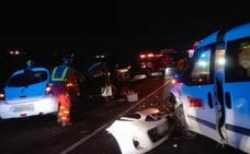 Una conductora queda atrapada en su coche tras chocar con una furgoneta en la A-7