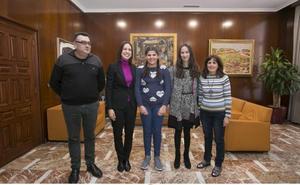 Premio para una alumna del CEIP Les Foies por fomentar las rutas escolares a pie