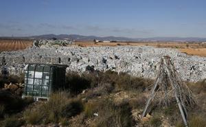 La retirada de las 43.000 toneladas de plástico de Utiel cuesta un millón