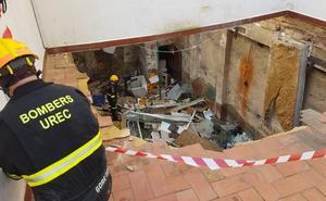 Se derrumba una terraza interior sobre una vivienda habitada en Alfafar
