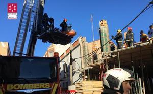 Heridos dos trabajadores tras golpearles una gruá en un edificio en obras en Sant Joan de Moró