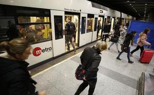 Esperas de veinte minutos en el primer paro del metro