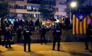Unas 400 personas boicotean un acto de Vox en Barcelona