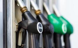 El Gobierno subirá 3,8 céntimos el diésel