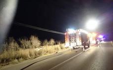Los bomberos rescatan a cuatro personas en un accidente con un coche en Alcalalí