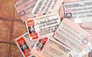 Retiran las placas franquistas que todavía permanecían en 120 edificios