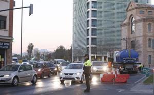 Cinco obras simultáneas colapsan el tráfico junto al río y en la zona más comercial