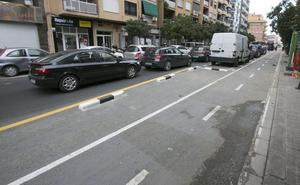 Los nuevos carriles bici desatan la rebelión vecinal por los atascos