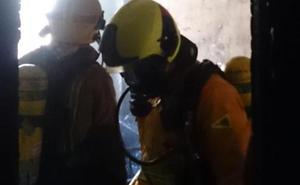 Un incendio obliga a desalojar a una mujer de su vivienda en Dénia