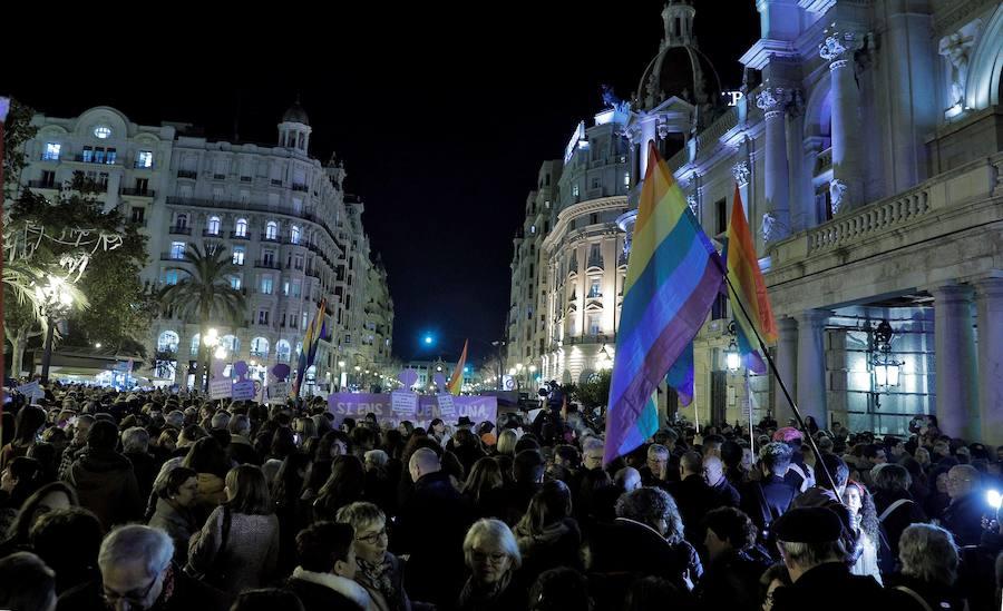 Un millar de mujeres protestan en Valencia por el pacto en Andalucía
