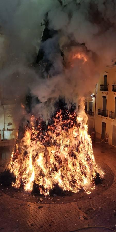 Canals quema la hoguera más grande del mundo