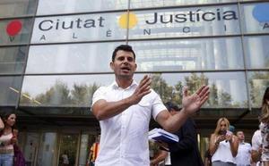 Aplazado el juicio de paternidad contra Julio Iglesias en Valencia