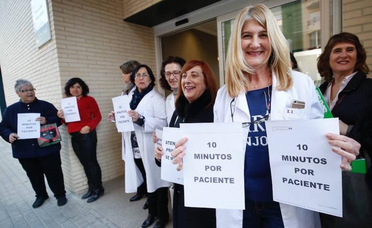 Los médicos valencianos protestan por el colapso en los centros de salud y en los servicios de Urgencias de los hospitales