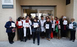Médicos de familia paran 10 minutos para reclamar más tiempo para atender a los pacientes