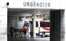 El repunte de pacientes incrementa las demoras en Urgencias de La Fe y el Clínico
