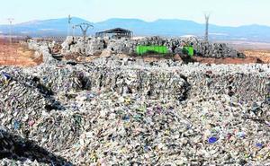 Utiel tardó siete meses en ordenar el cierre del polvorín de residuos plásticos