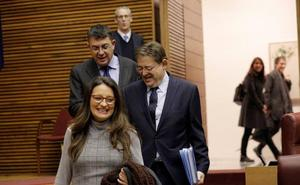 Compromís cerca a Ximo Puig en Les Corts por primera vez en la legislatura