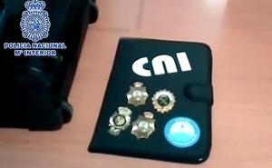 Detenido un falso Policía Nacional y miembro del CNI por extorsionar y estafar 40.000 euros a su mujer