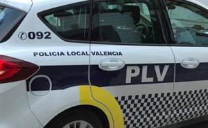 Un grupo de vecinos salva a una trabajadora a la que un hombre agredía para intentar atracarla en Valencia