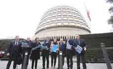 La ley recurrida prevé que las mancomunidades se financien con «recargos sobre impuestos»