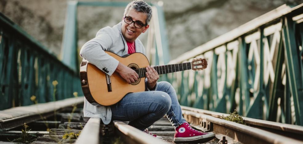 Pedro Guerra: «'Contamíname' es una canción que está rítmicamente cerca del reguetón»