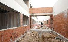 Ocho centros de barracones siguen sin licitarse pese a las promesas de Marzà