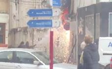 Un fuego en un cuadro de luz desata la alarma en el centro urbano de Dénia