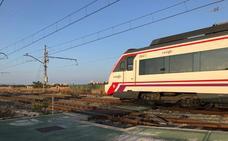 Una avería interrumpe la circulación de un tren Cartagena-Valencia en Elche