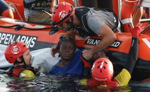Al menos tres muertos y 117 inmigrantes desaparecidos en el Mediterráneo