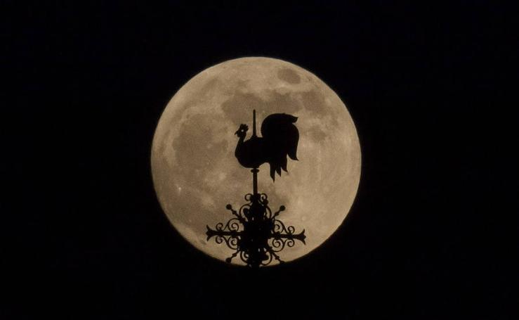 Así se ha visto la superluna sangrienta