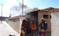 Un incendio afecta a la vivienda del conserje del colegio Ausiàs March de Alzira