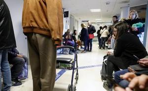 Camas en los pasillos y esperas de seis horas en Urgencias por la gripe