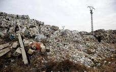 El plástico que todo el mundo ignora: «Se sabía que estaba descontrolado y no se hizo nada»