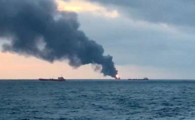 Una veintena de muertos en el incendio de dos barcos cisterna en el estrecho de Kerch